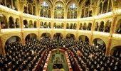 Ungaria: Noi legi pentru suporterii de fotbal violenti, industria fast-food si presedinte