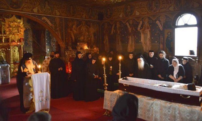 Inmormantarea parintelui Iustin Parvu va avea loc joi, la Manastirea Petru Voda