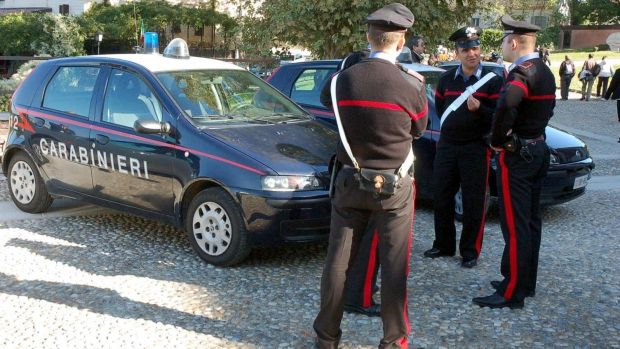 Italia: O româncă o snopește în bătaie pe bătrâna pe care o avea în grijă! Video