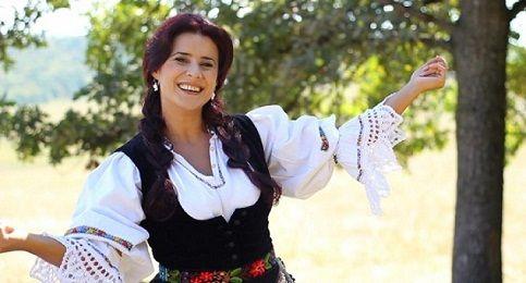 Inmormantare Ramona Fabian: Lacrimi si durere in familia Ramonei Fabian, solista este condusa pe ultimul drum