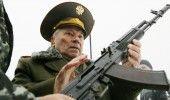 RUSIA: Compania KALASNIKOV a deschis un MAGAZIN de SUVENIRURI in aeroportul de l…