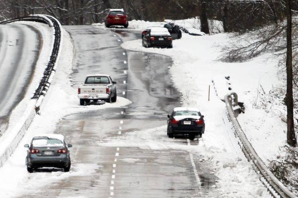 Iarna își arată din nou colții! Cod galben de ninsori viscolite și depuneri de zăpadă și gheață, valabil în București și 16 județe