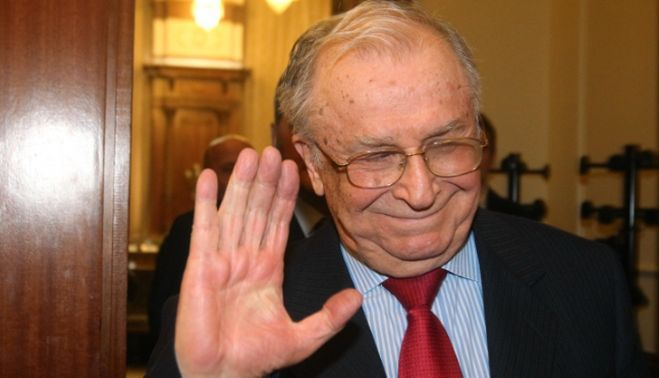 RUSSIA TODAY: ION ILIESCU MINTE in legatura cu INCHISORILE CIA din ROMANIA!