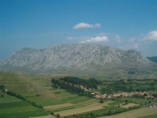 Cele mai frumoase sate din Romania: RIMETEA, un loc unic in lume, cu case albe, …
