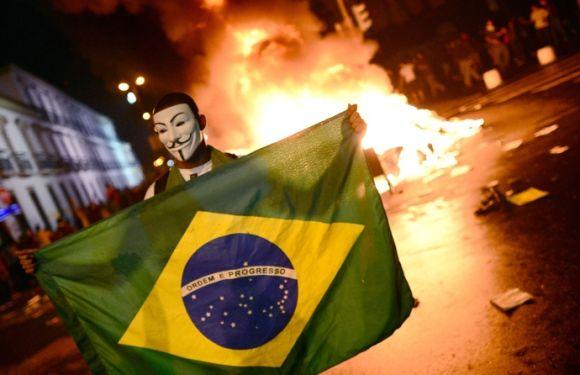 Campionatul Mondial de fotbal 2014: INCIDENTE VIOLENTE in Brazilia. Jucatorii germani blocati pe stadion. FOTO