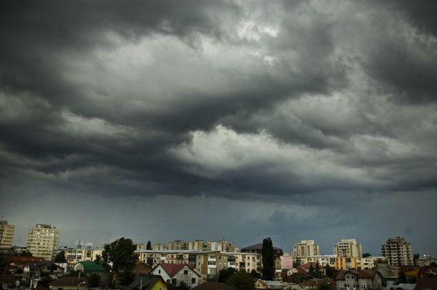 După caniculă vine vijelia! Cod galben de furtuni valabil în jumătate de țară! Zonele vizate