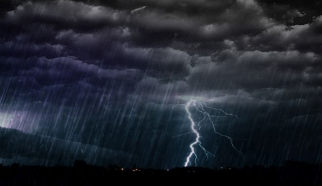 Cod portocaliu de furtuni, ploi torențiale și grindină valabil pentru cinci județe