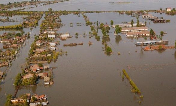 INUNDATII IN ROMANIA. Trei judete sunt sub Cod Portocaliu, un om a murit in Mehedinti, doua persoane sunt disparute si 900 de gospodarii inundate