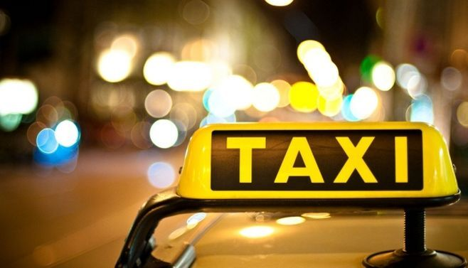 Botoșani. Taximetrist bătut de doi bărbați. Aceștia i-au furat apoi mașina
