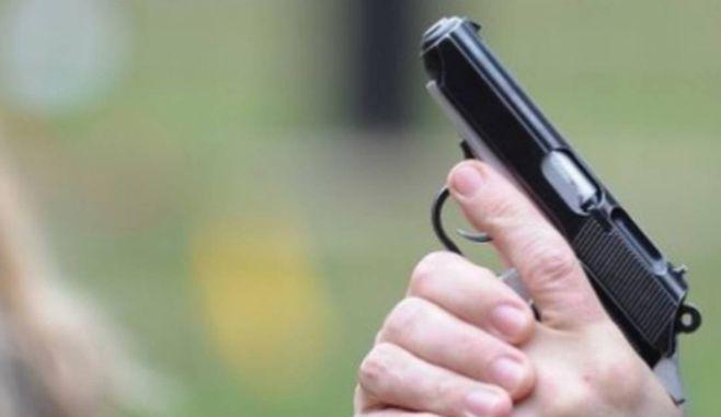 Iași. Un tânăr și-a împușcat doi vecini, din cauza unei femei