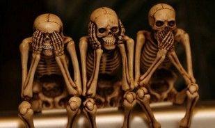 Betivul si scheletii. Bancul zilei