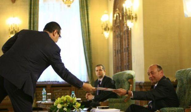 VIDEO MEMORABIL. Ponta in fata lui BASESCU: MIAU, MIAU!