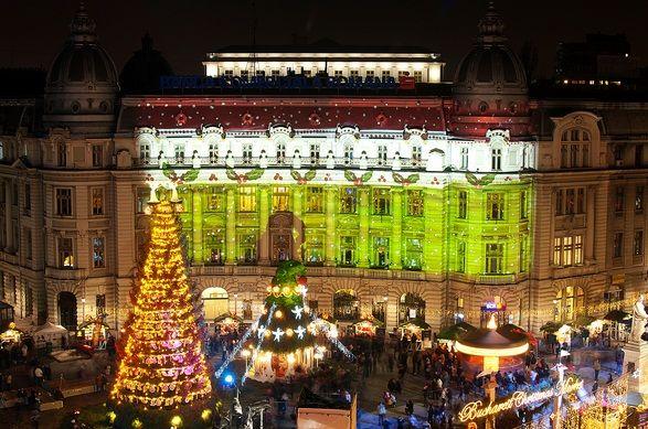 Bucurestiul a aprins luminitele de Craciun. Targul Bucharest Christmas Market va fi deschis in Piata Universitatii aproape o luna