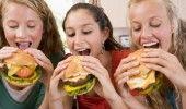 OBICEIURILE ALIMENTARE ale ROMANILOR: FAST-FOOD-urile in topul preferintelor – STUDIU