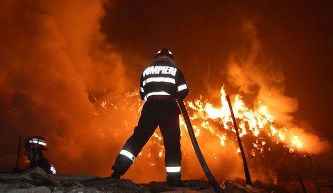 BRASOV: Doi barbati si-au PIERDUT VIATA dupa ce doua locuinte au luat foc