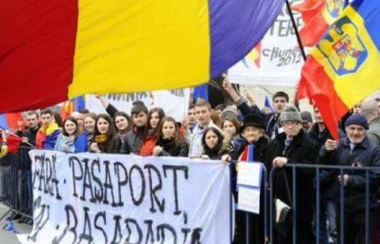 Protest in Bucuresti pentru eliminarea pasapoartelor la frontiera dintre Romania si Republica Moldova