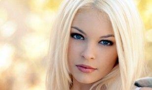 Blonda pe bulevard. Bancul zilei