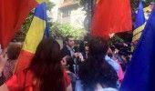 ZECI DE PERSOANE au PROTESTAT la ambasada REPUBLICII MOLDOVA fata de EXPULZAREA lui GEORGE SIMION. UPDATE