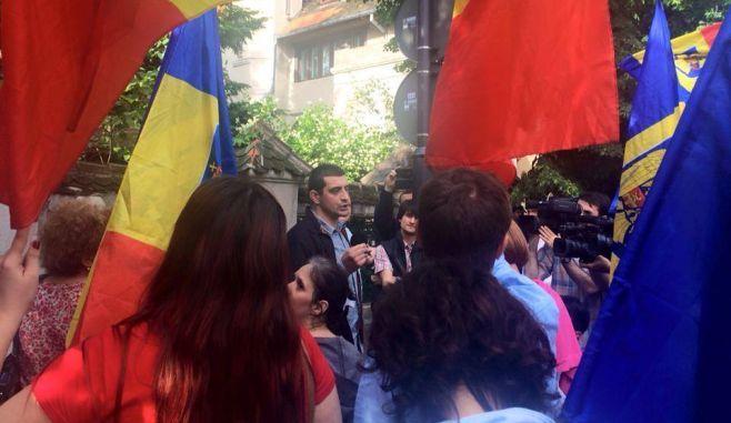 REP. MOLDOVA: Zeci de personalitati cer REVOCAREA de URGENTA a deciziei de EXPULZARE a lui GEORGE SIMION