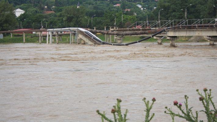 România amenințată de inundații. Cod galben și portocaliu în unsprezece județe