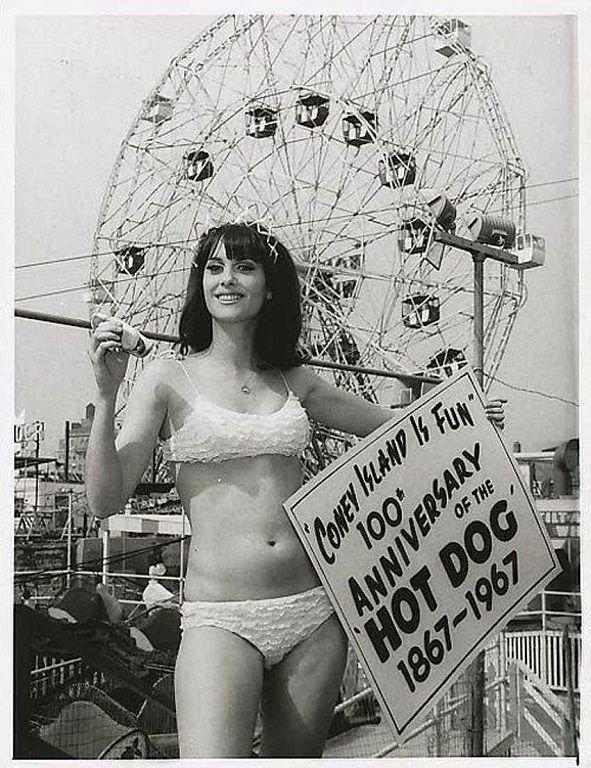 100 de ani de la lansarea hot dog-ului