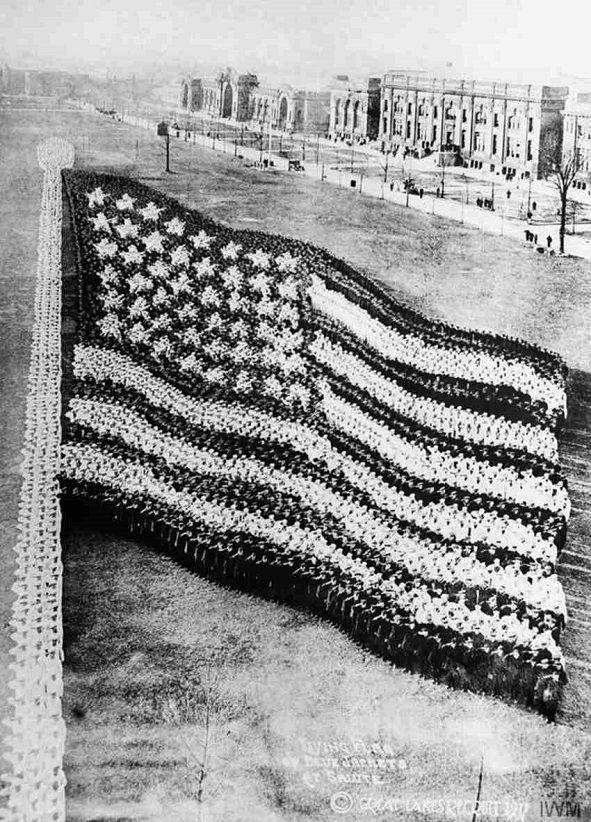 Steagul format din 10.000 de soldati, 1917