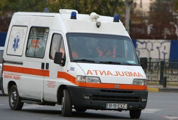VASLUI: Echipajul unei AMBULANTE atacat cu BATE, IATAGANE si CUTITE