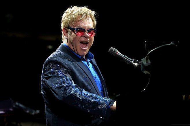 """Elton John îşi va lansa """"prima şi unica"""" autobiografie în luna octombrie"""
