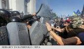Cel putin 90 de membri ai fortelor de ordine, raniti in violentele din fata Parl…