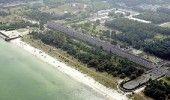 LOCUL BANTUIT. 20.000 de paturi pentru cazare,  PATRU kilometri de plaja. NIMENI…