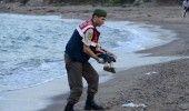 Baietelul sirian gasit inecat pe o plaja din Turcia a fost inmormantat alaturi d…