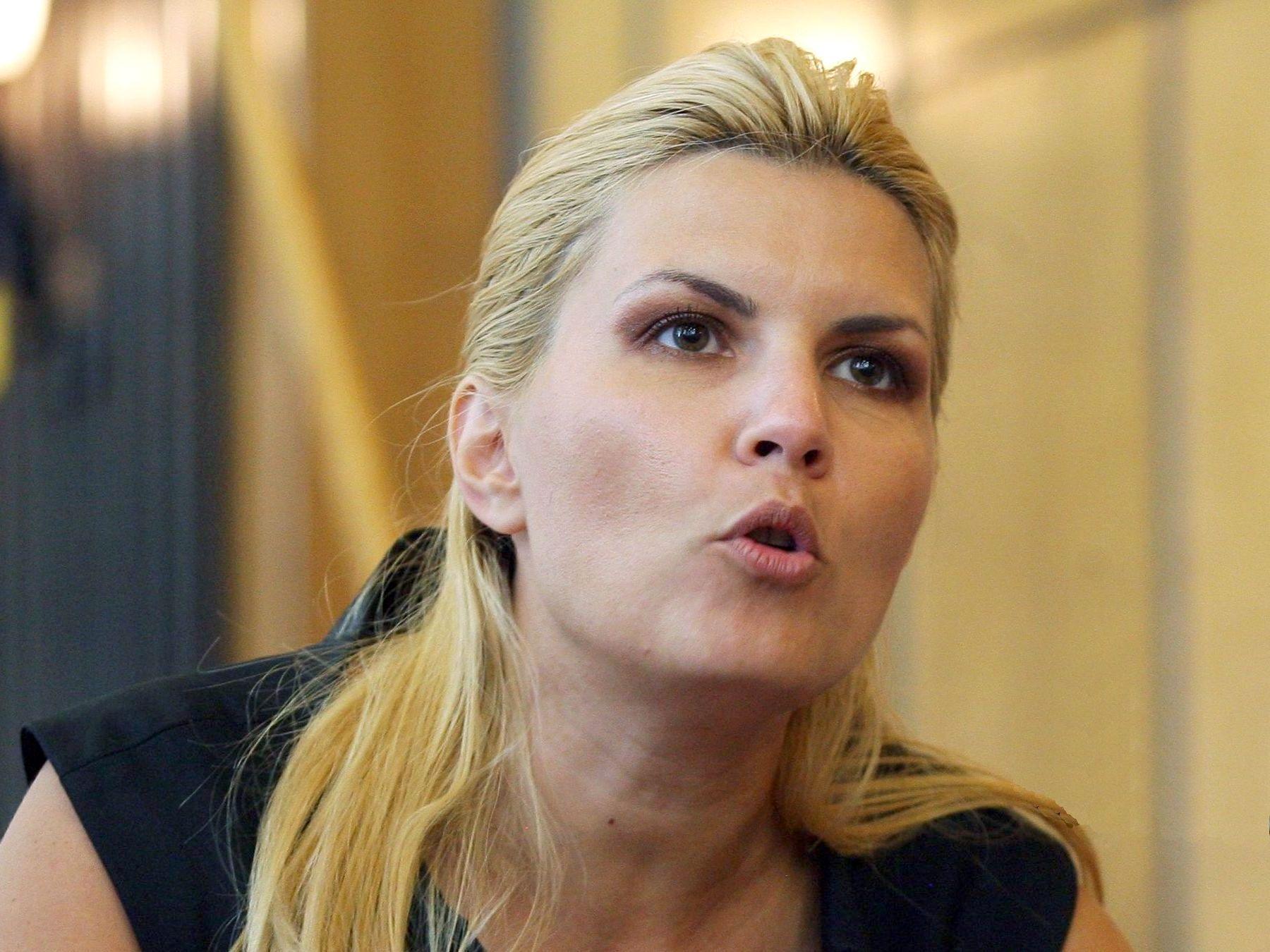 Elena Udrea a răbufnit, în direct, tocmai din Costa Rica: Se vrea acoperirea scandalurilor reale! Ce spune despre Alina Bica