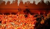 TRAGEDIA din COLECTIV: 350 de oameni au cantat in Piata Universitatii in memoria…