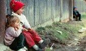 Riscul de SARACIE in ROMANIA in cazul COPIILOR, cel mai RIDICAT din EUROPA