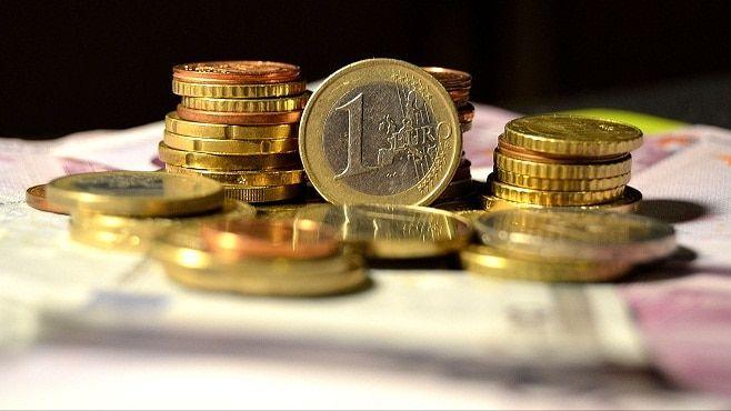 CURS VALUTAR: LEUL ESTE TAVALIT DE MONEDA EURO