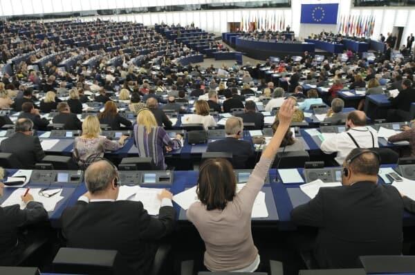 Parlamentul European a votat rezoluţia dură privind respectarea statului de drept în România