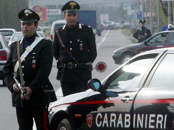 Italia. Român amenințat cu moartea. Ce a găsit lipit de uşa lui! A tras spaima vieţii lui