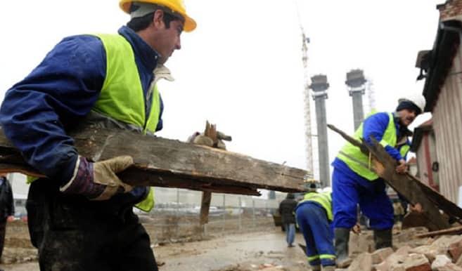 Imagini pentru muncitori iarna