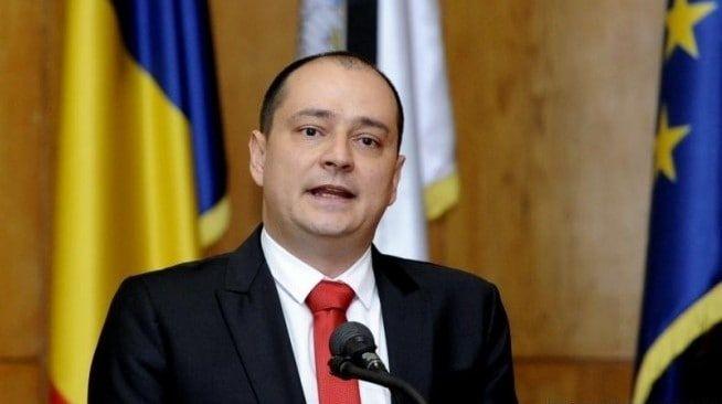 Daniel Băluță, primarul sectorului 4, refuză să explice situația problemelor nerezolvate de instituția pe care o conduce! Video
