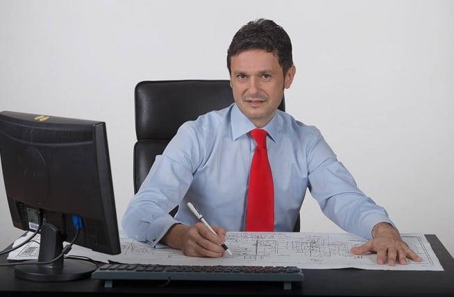 RAZVAN SAVA: Primarul Sectorului 4, DANIEL BALUTA, vaduveste bugetul local de circa 3-5 milioane lei, evitand sa organizeze licitatia publica pentru serviciul de salubrizare si deszapezire