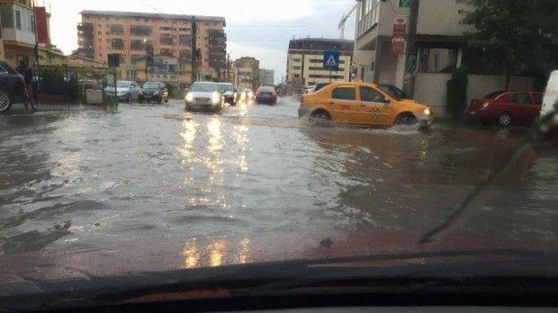 bucuresti, inundatii, ploaie torentiala, gara de nord inundata, metrou inundat, trafic intrerupt, semafoare nefunctionale, bucuresti sub ape, iunundatii bucuresti