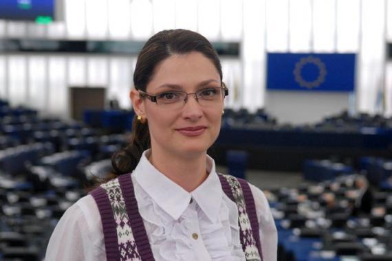 Ramona Mănescu: Poate continua România să existe fără români?