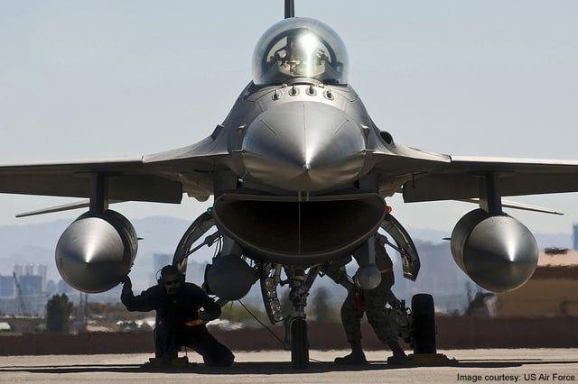 PRIMELE AVIOANE F-16 FIGHTING FALCON INTRA IN DOTAREA ARMATEI ROMANE