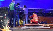 VIDEO GERMANIA: ATENTAT TERORIST la BERLIN! Un CAMION  de 20 de TONE a intrat in…