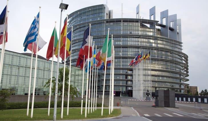 Șoferii români au venit cu TIR-urile la Bruxelles, în fața Parlamentului European