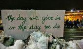 STRADA REZISTA! ZIUA a 18-a: SUTE de PERSOANE protesteaza in fata sediului GUVER…