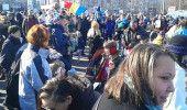 Un nou PROTEST al COPIILOR are loc in PIATA VICTORIEI din CAPITALA – LIVE …