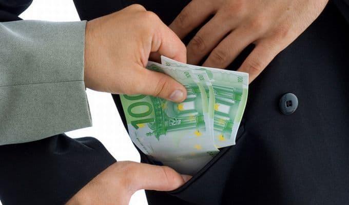 Lovitură grea pentru o categorie de bugetari! Ce păţesc cei care vor lua mită