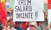 PROTEST al angajatilor din ADMINISTRATIA LOCALA in fata PARLAMENTULUI