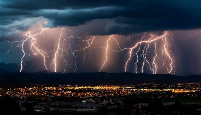 Furtunile revin în forță! ANM a emis doua noi coduri galbene pentru weekend